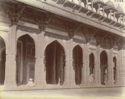Exterior view of colonnade of north wing of the liwan of the Jami Masjid, Fatehpur Sikri